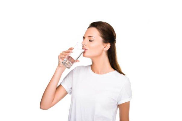 Picie wody – ile dziennie pić wody, aby właściwie nawodnić organizm?